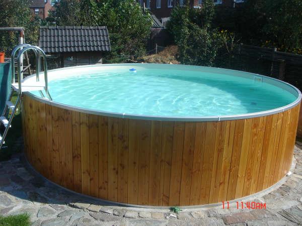 Ronde staalwand houten zwembaden - Rond het zwembad ...